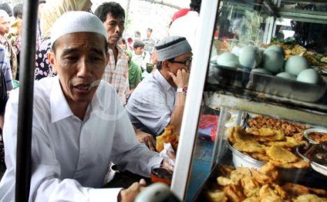 Jokowi Usai Sholat di Masjid Sunda Kelapa