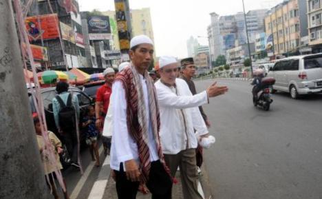 Jokowi Usai Sholat Jum'at di Tanah Abang