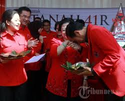 Jokowi Cium Tangan Megawati